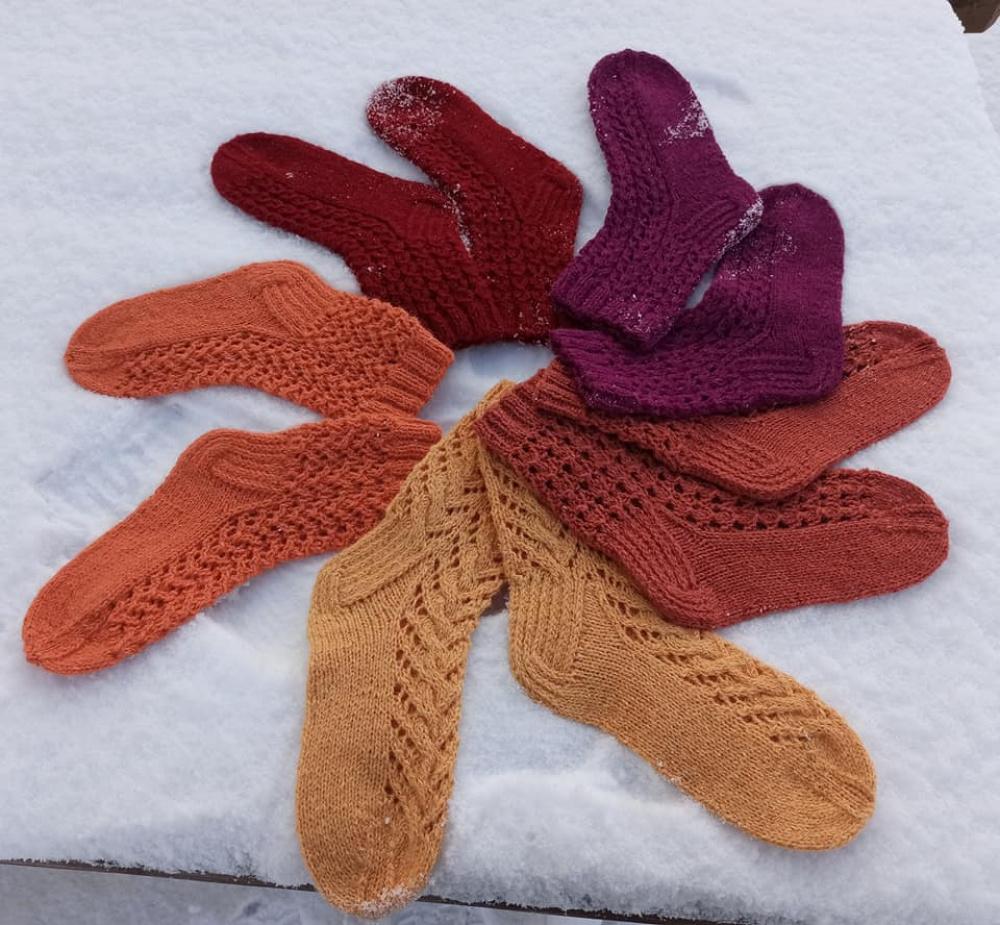Terakotos spalvos  kojinės