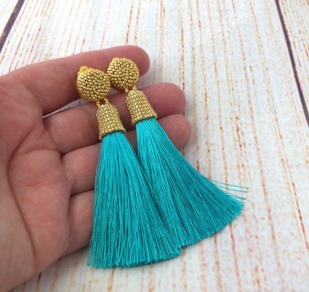 Turkio spalvos šilkiniai kutų auskarai