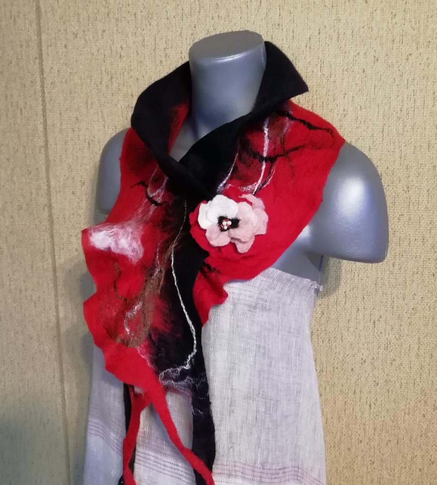Veltas šalikas su sage juodos - raudonos spalvų