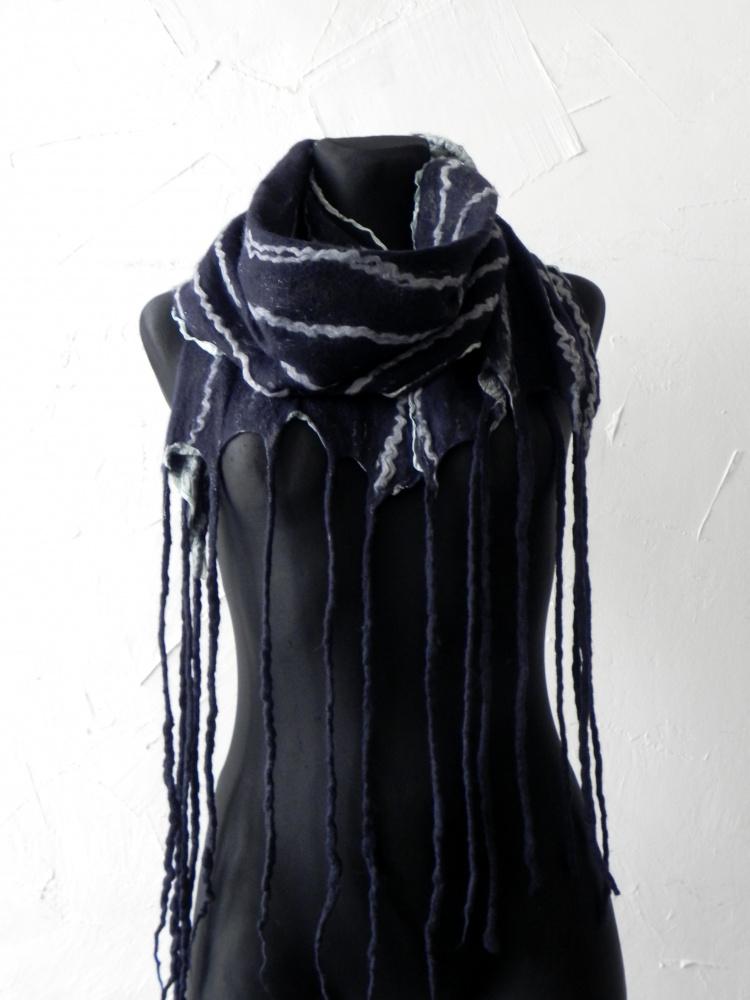 Veltas salikas tamsiai melyno ir pilko derinys