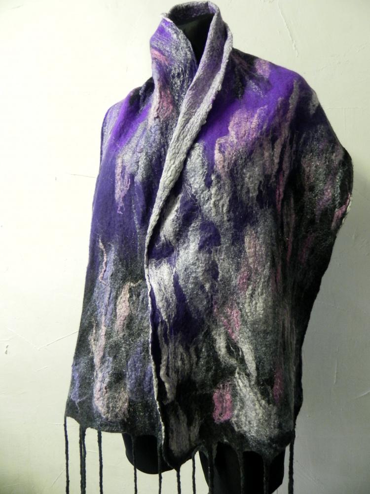 Veltas violetiniu atspalviu salikas