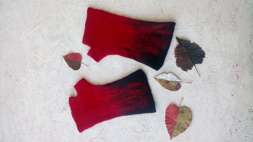 Veltos juodo raudono riesines su pirstuku