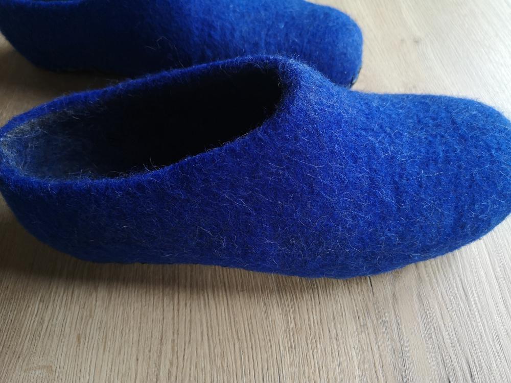 veltos šlepetės. Mėlyna su tamsiai pilku vidumi. Priklijuitas ir prisiutas odinis padukas. turiu