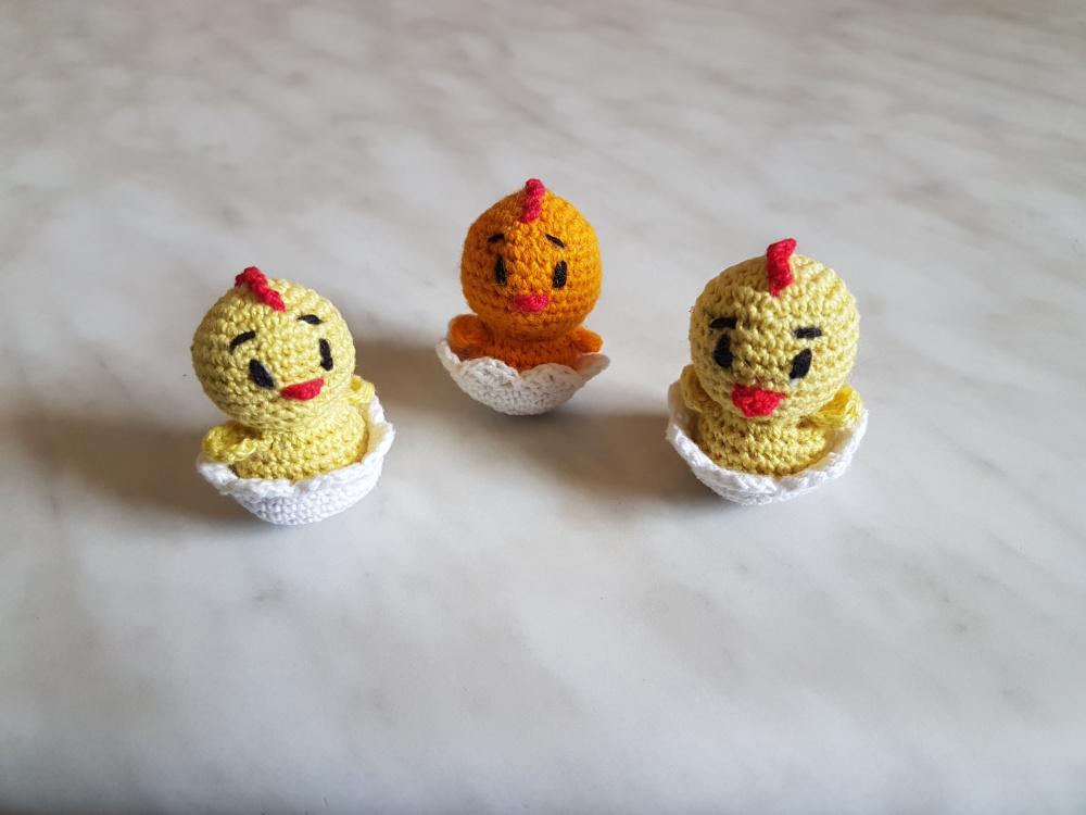 Velykiniai viščiukai lukštuose