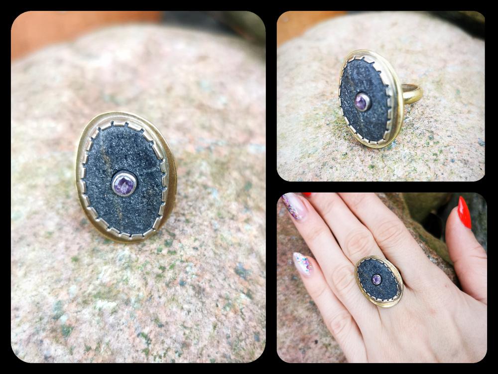 Žalvarinis žiedas su pajūrio žėručiu ir ametistu.