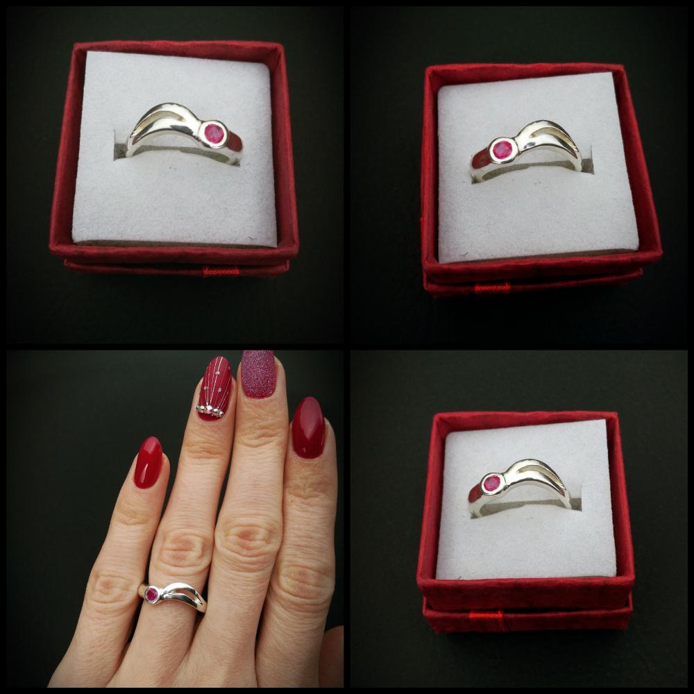 Žiedas bangelės su rubinuku