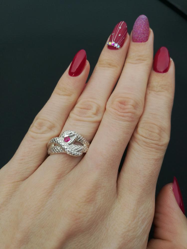 Žiedas gyvatė su rubinu