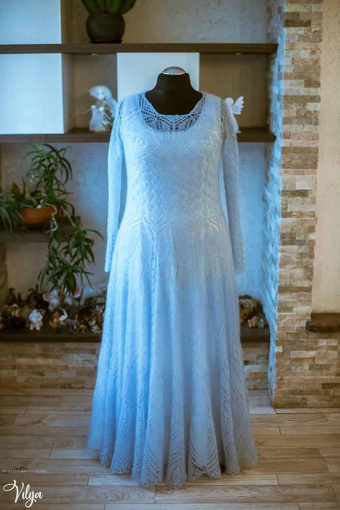 Žydroji suknelė