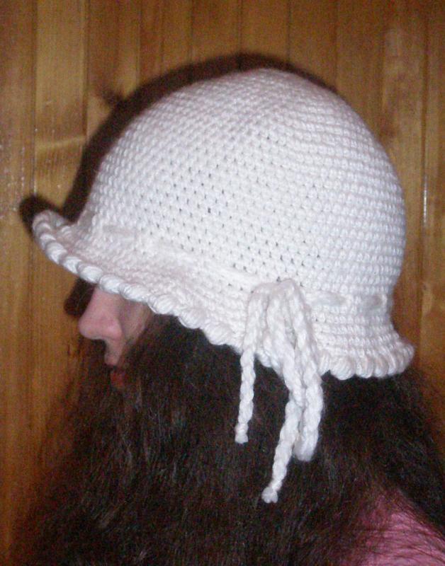 balta skrybėlaitė