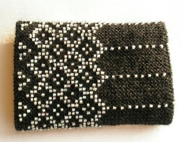 juodos riešinės- rombų raštas