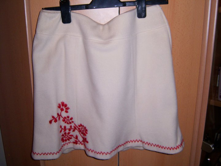 siuvinetas sijonas