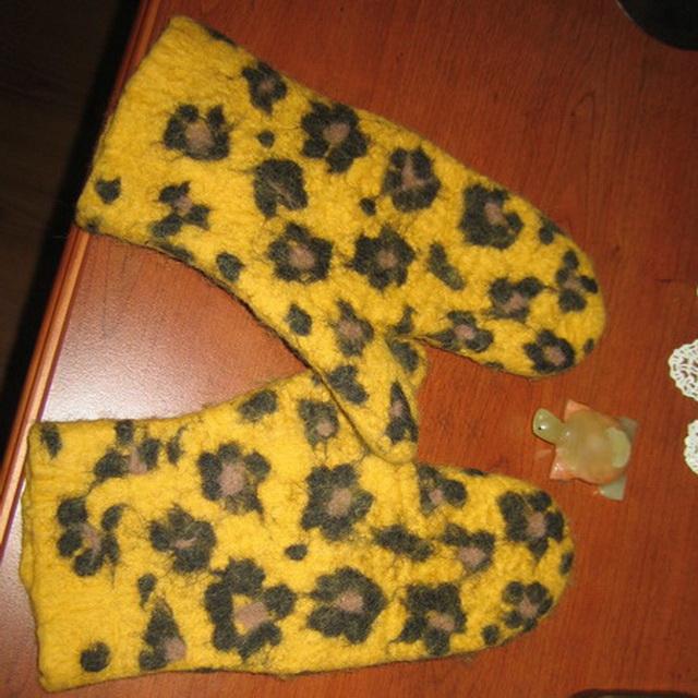 Dukros gepardukai prie rankinuko