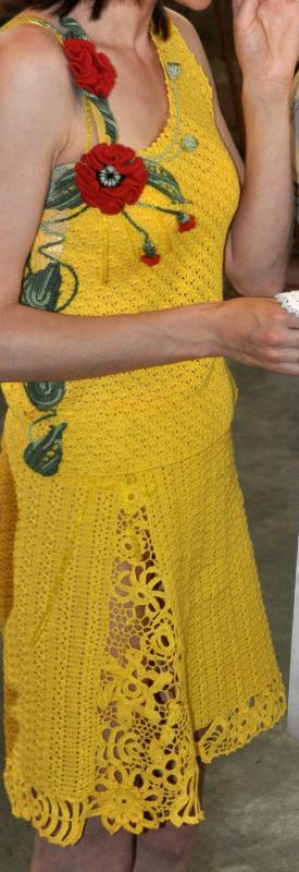 Geltonas kostiumelis,puostas aguonomis.