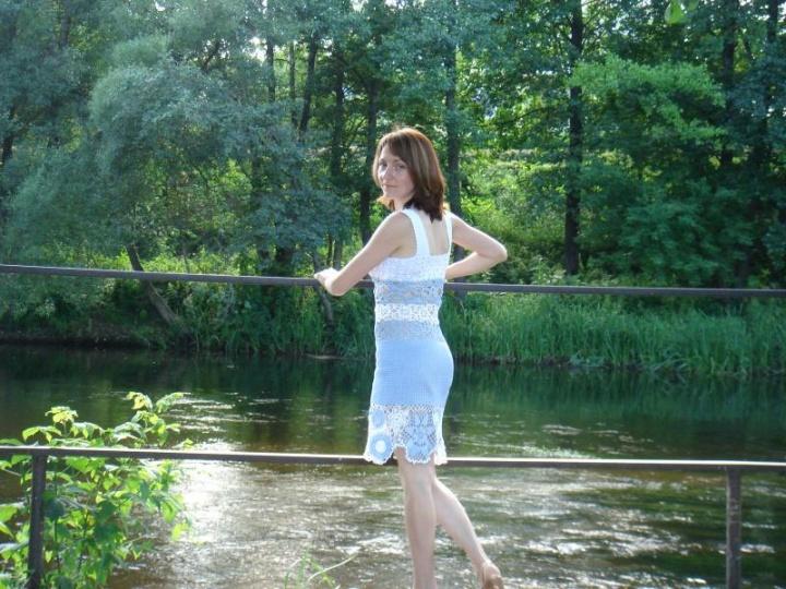 Melsvai-balta suknele-tunika.