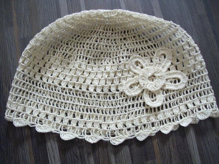Dramlio kaulo spalvos kepurėlė