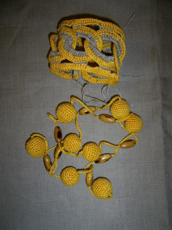 Geltonas komplektukas