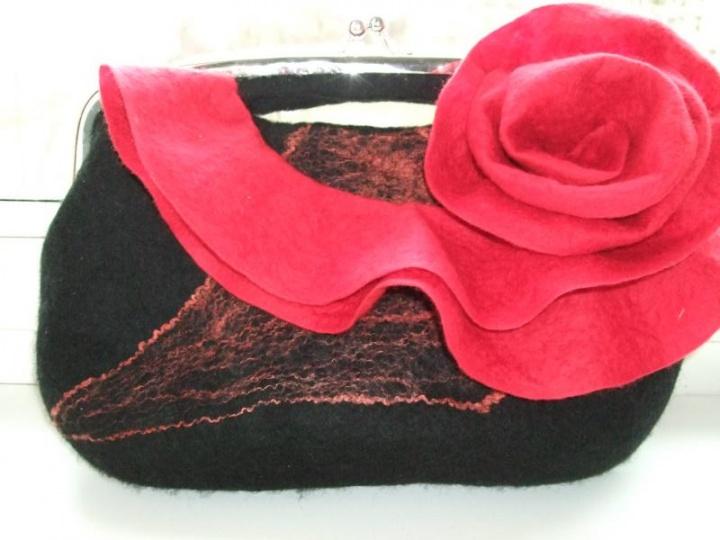 Juodas-raudonas